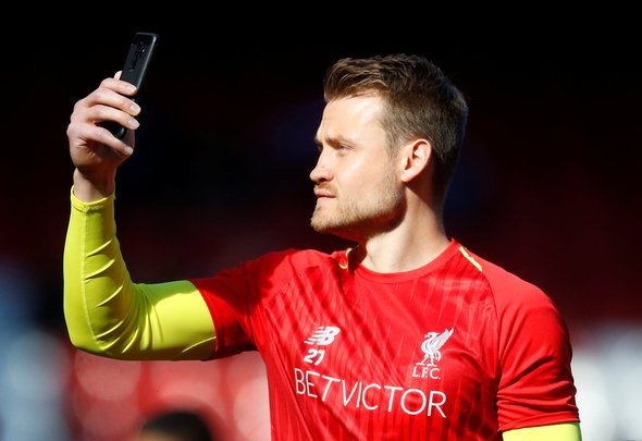 Mignolet reacts to Robertson extension